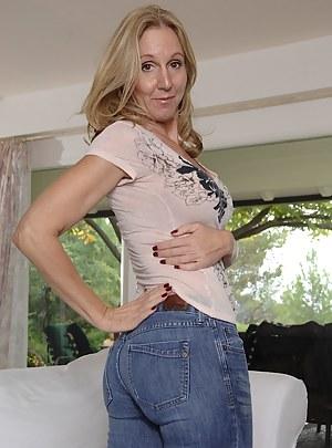 MILF Jeans XXX Pictures