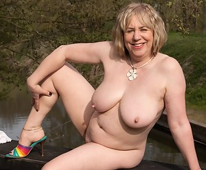 MILF Natural Tits XXX Pictures