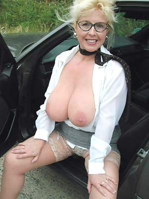 MILF Car XXX Pictures
