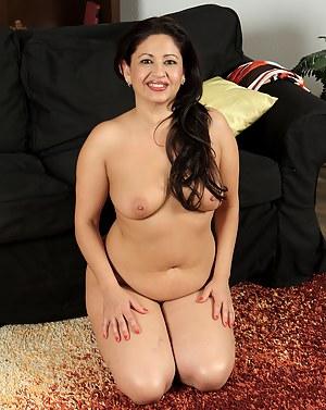 Latina MILF XXX Pictures