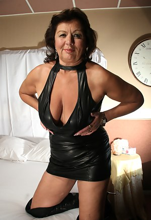MILF Boots XXX Pictures