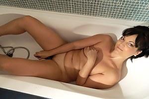MILF Masturbation XXX Pictures