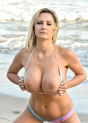 MILF Beach XXX Pictures