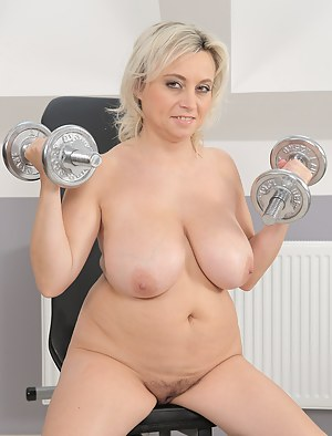 MILF Gym XXX Pictures