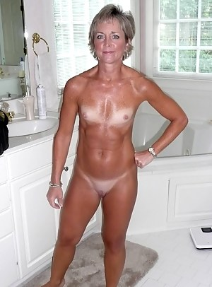 Tanned MILF XXX Pictures