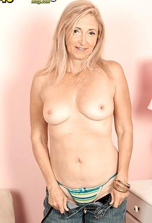MILF Undressing XXX Pictures
