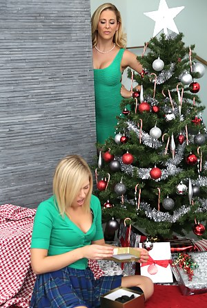 MILF Christmas XXX Pictures