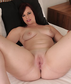 MILF Pussy XXX Pictures