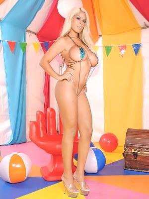 MILF Party XXX Pictures
