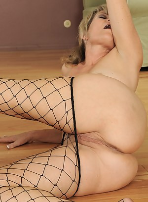 MILF Fishnet XXX Pictures