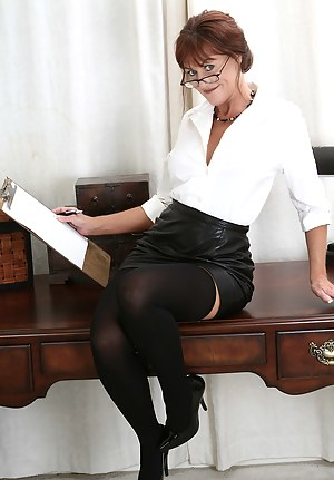 MILF Glasses XXX Pictures