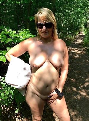 MILF Outdoor XXX Pictures