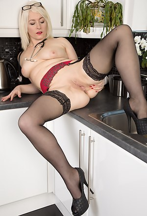 MILF Kitchen XXX Pictures