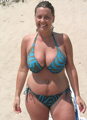 MILF Beach XXX Pictures