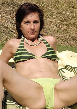 Bikini MILF XXX Pictures