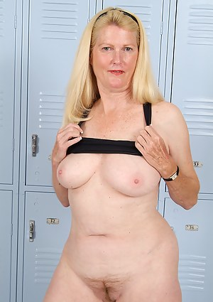 MILF Locker Room XXX Pictures
