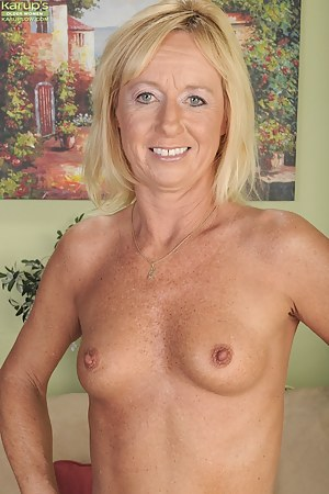 Small Tits MILF XXX Pictures