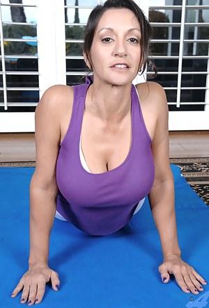 Fitness MILF XXX Pictures