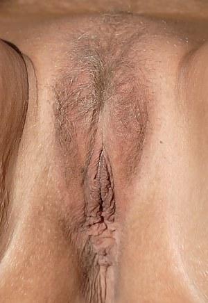 MILF Close Up XXX Pictures