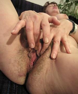 MILF Spread Pussy XXX Pictures