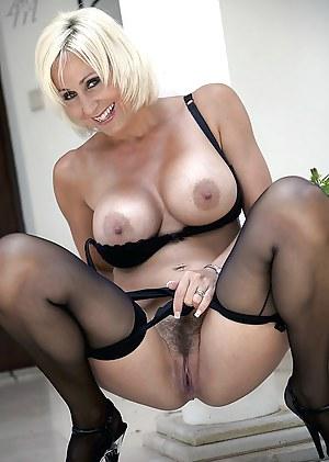 MILF Beauty XXX Pictures