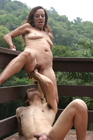 MILF Fisting XXX Pictures
