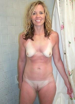 MILF Shower XXX Pictures