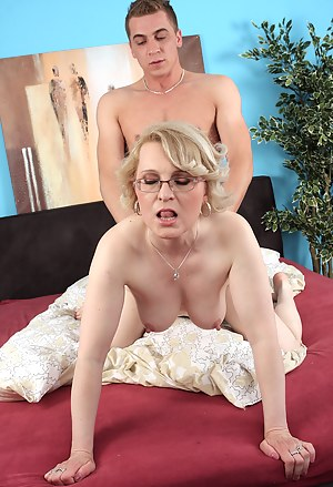 MILF Doggystyle XXX Pictures
