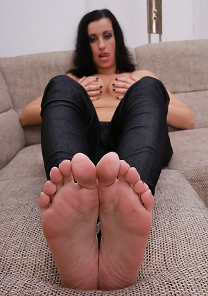 MILF Foot Fetish XXX Pictures