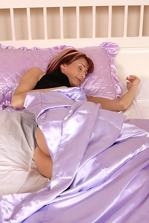 MILF Sleeping XXX Pictures