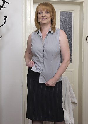 MILF Skirt XXX Pictures