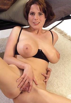 MILF Moms XXX Pictures