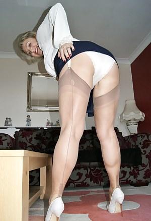 MILF Legs XXX Pictures