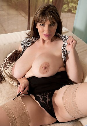 MILF Nipples XXX Pictures
